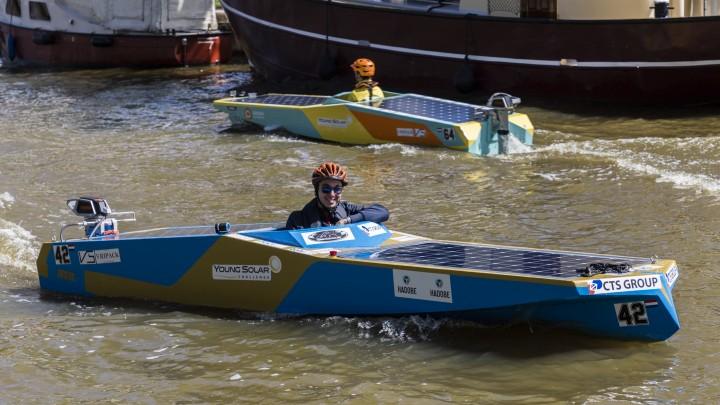 Impressie van een eerdere race van het Young Solar Challenge. (Foto: Edwin Westra)