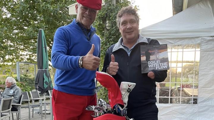 Auke Hempenius (links) met Wereldkampioen Oefenswing Marcel Oost.