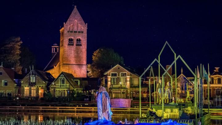 De stoere Sint Piterkerk. Hier als decorstuk tijdens locatietheater Gabe Skroar, in 2018.