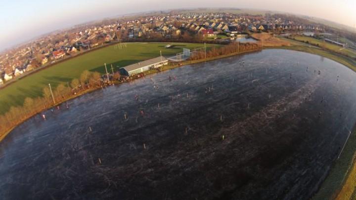 Sytze Cats maakte donderdagmiddag rond 4 uur een fraaie dronefoto van de ijsbaan.