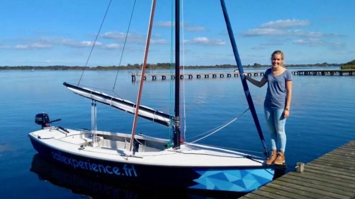 Merel Bot bij de polyvalk van Sail Experience.